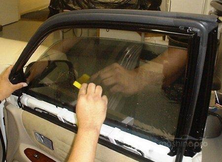 Как тонируются стекла в условиях собственного гаража?