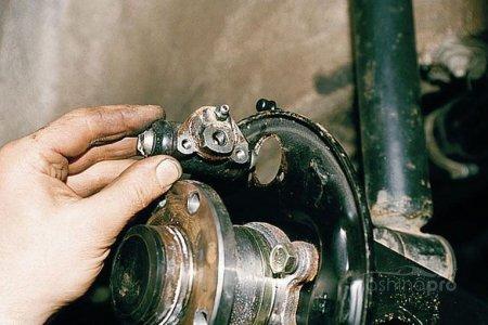 Технология ремонта элементов тормозной системы автомобиля ВАЗ 2110. Главный и рабочий тормозные цилиндры