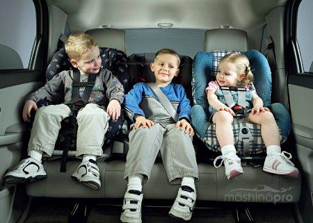 Обеспечение безопасности ребенку в автомобиле - обязанность каждого родителя