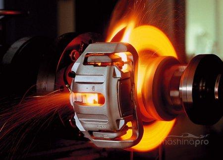 1426152163 tormoz - Как сменить тормозную жидкость на автомобилях с антиблокировочной системой?