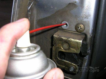 Что делать, чтобы разморозить замок автомобильной двери