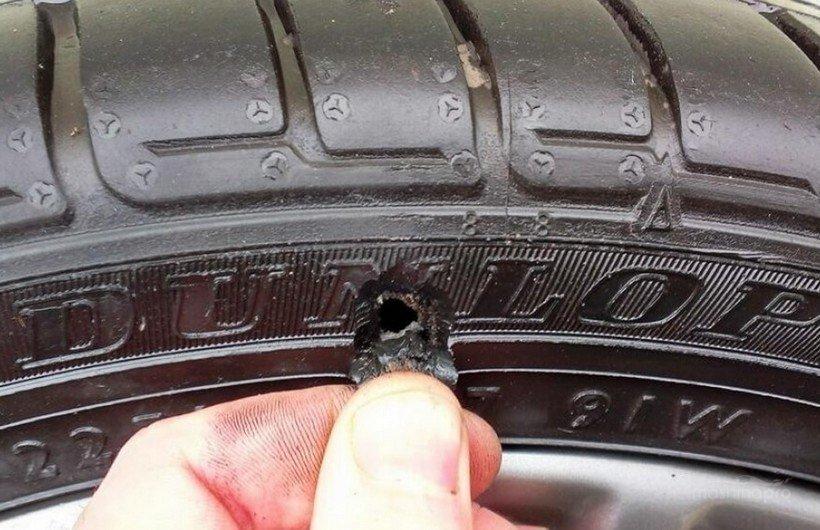 Боковой порез шины авто
