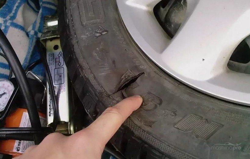 Поперечный боковой порез на шине