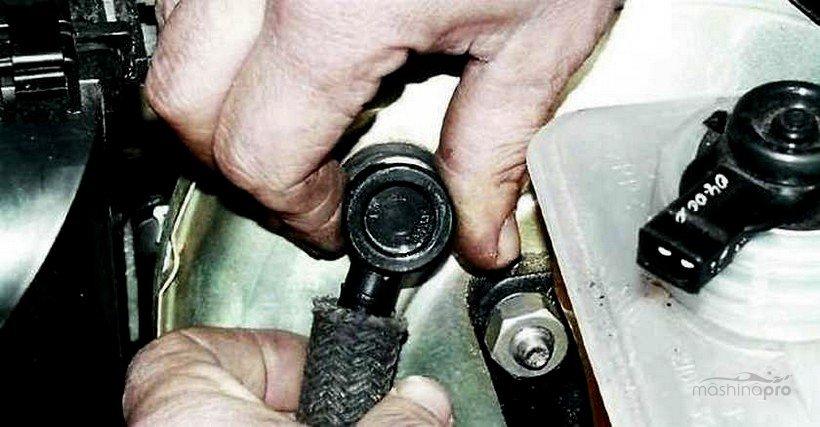 Проверка вакуумного шланга и обратного клапана