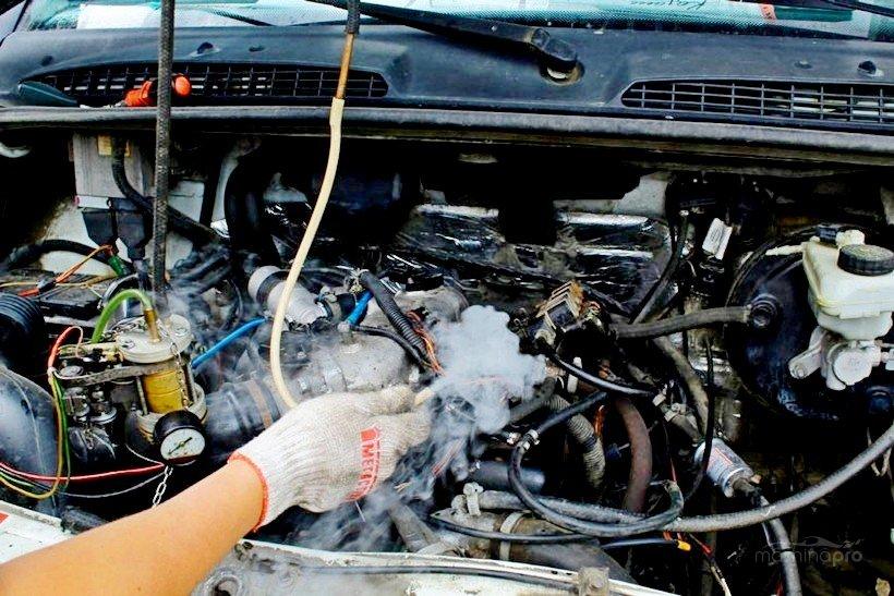 Проверка подсосов двигателя дымогенератором