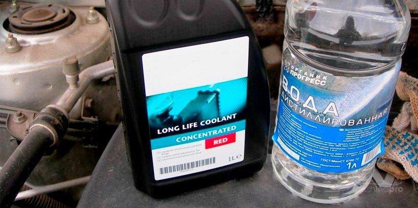 Антифриз и дистиллированная вода
