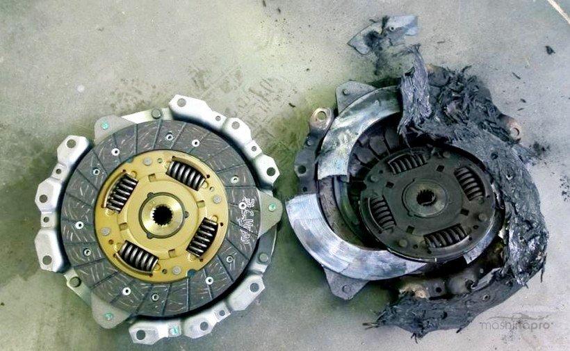 Новый и сгоревший диски сцепления