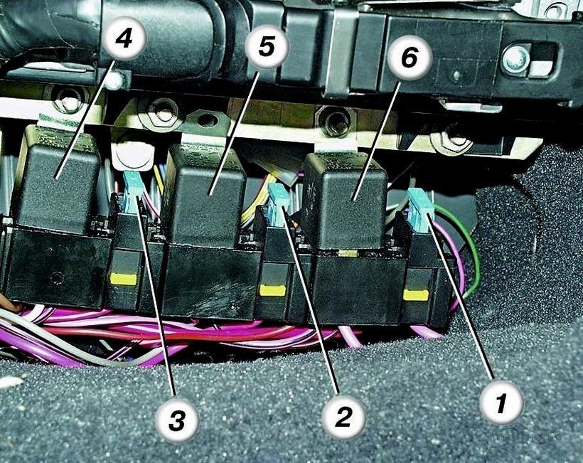 Нумерация элементов дополнительного блока предохранителей