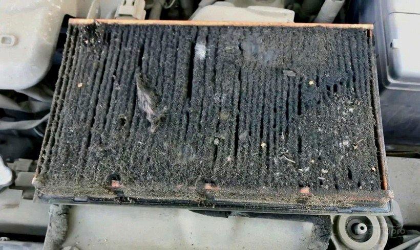 Воздушный фильтр с грязью