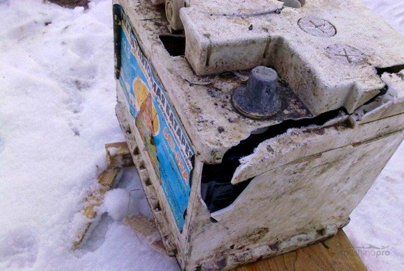 Разрушенная АКБ